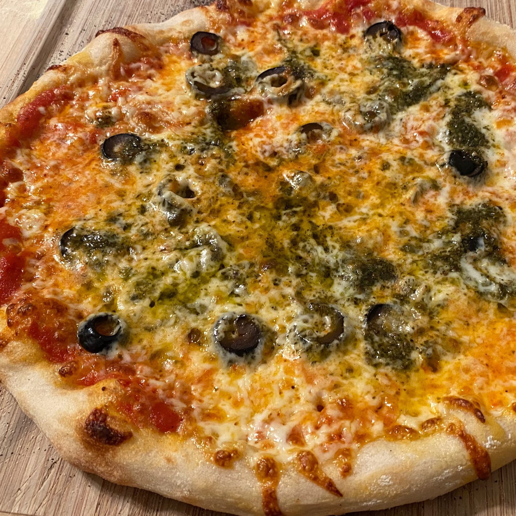 pesto and olive pizza