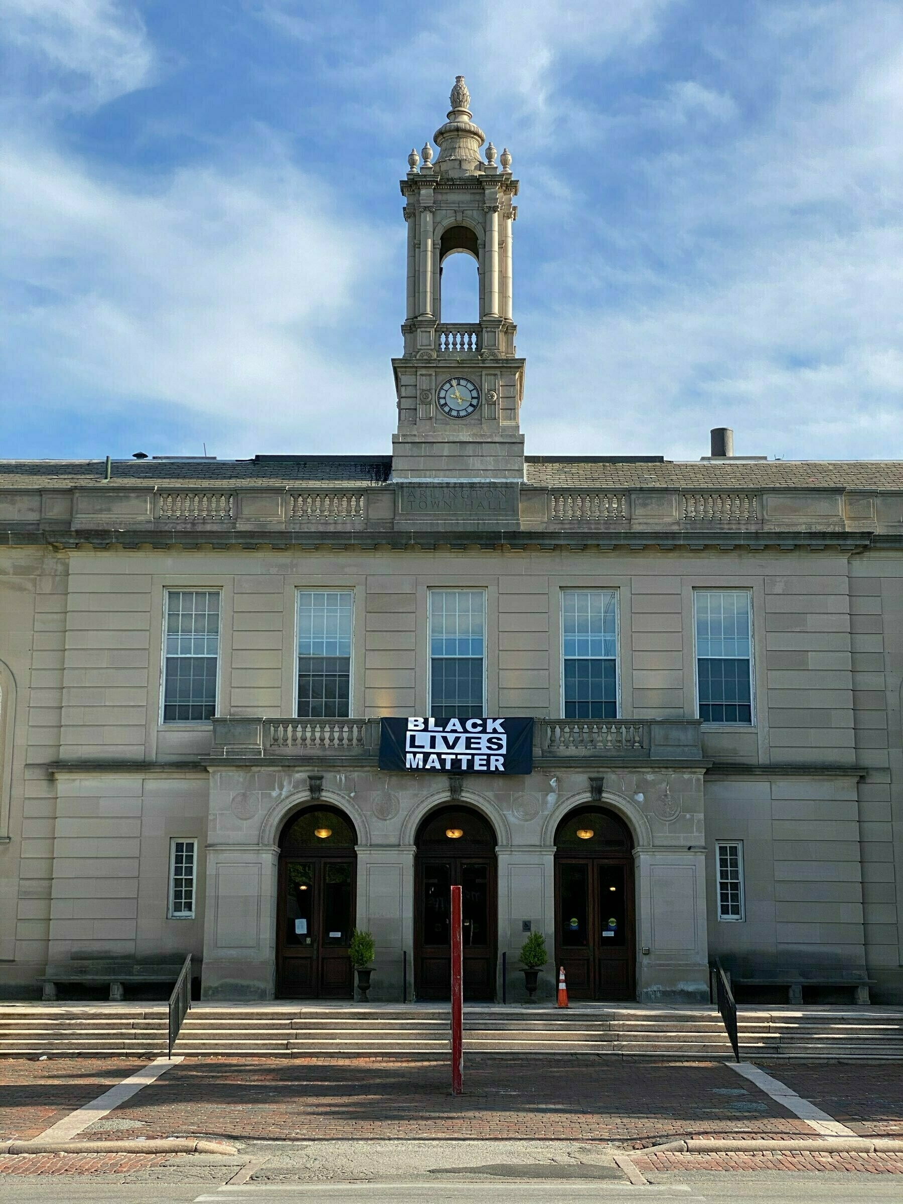 picture of arlington town hall building with a Black Lives Matter banner hanging from it