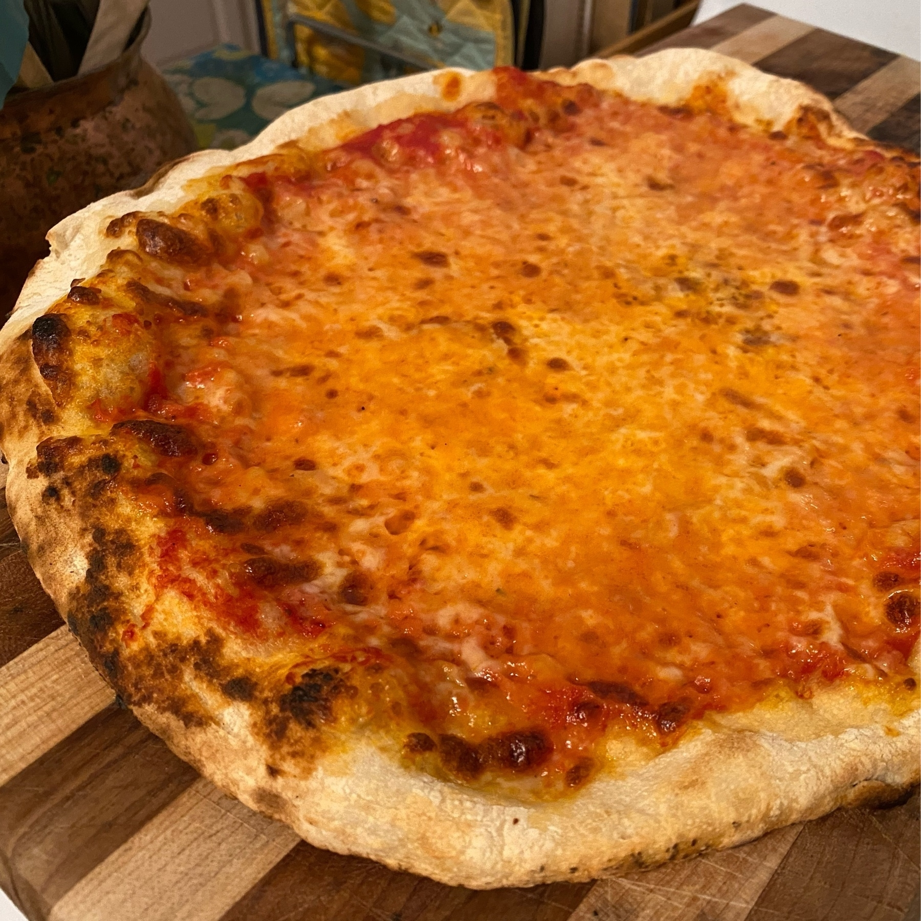 Picture of a fully baked cheese pizza